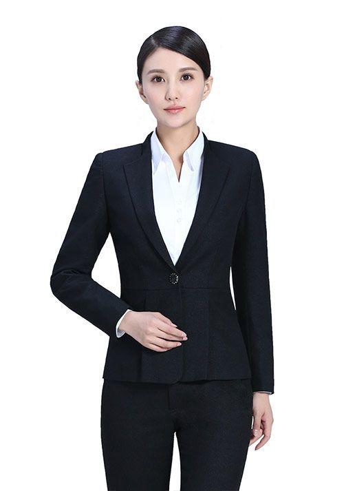 如何选择服务员工作服的款式?娇兰服装有限公司